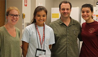 Kristyn mentors high school student Lizbeth for the 2016 Jim Holland Summer Science Research Program.