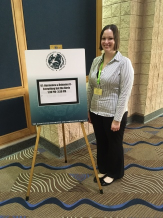 Kat co-chairs a session and presents her research at the 2019 Society for Integrative and Comparative Biology meeting in Tampa, Florida.