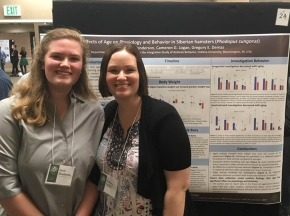 Sarah and Kat present their research the 2019 Animal Behavior Conference.